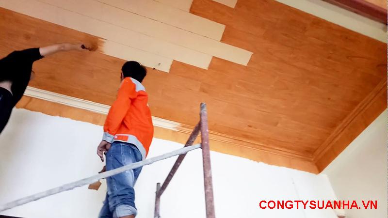sơn giả gỗ trần nhà